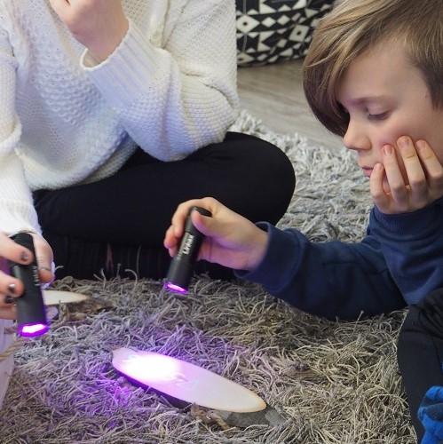 Lasten pakopeli uv-valotehtävä